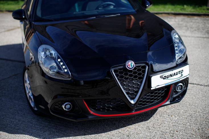 Alfa Romeo Giulietta: Egy fekete jelenség, amely mágnesként vonzza a tekinteteket