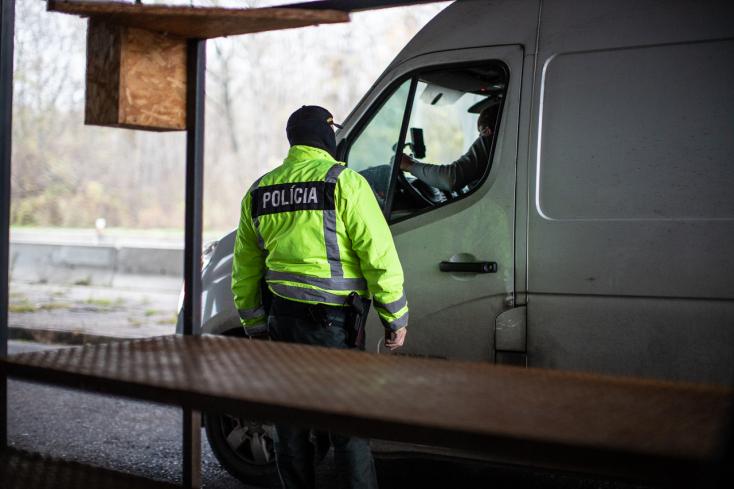 Hétfőtől az utazási szemafor szerint módosítják az ellenőrzéseket a szlovák határokon