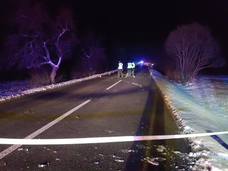 BORZALOM: Autó gázolt el egy fiatalt, egy órán át küzdöttek az életéért