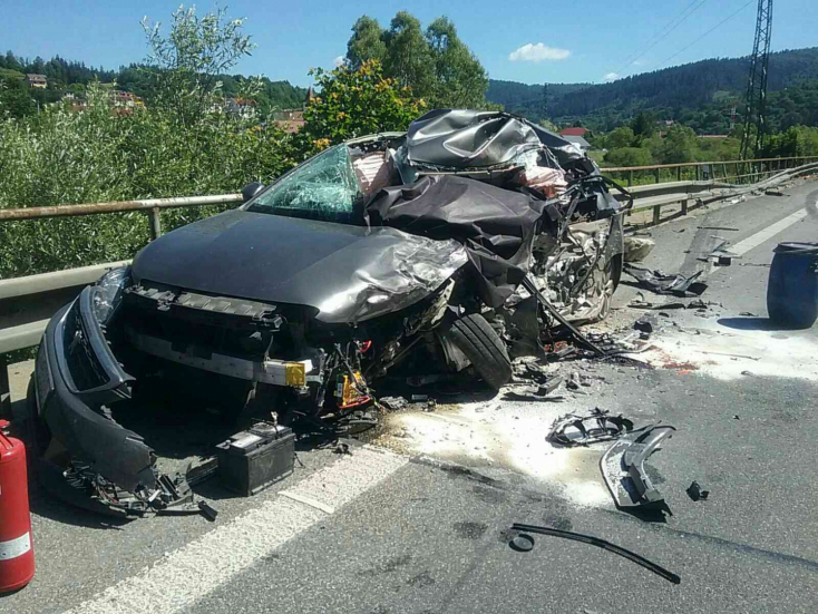 Tragikus baleset: három személyautó és egy kamion ütközött, egy ember meghalt (FOTÓK)