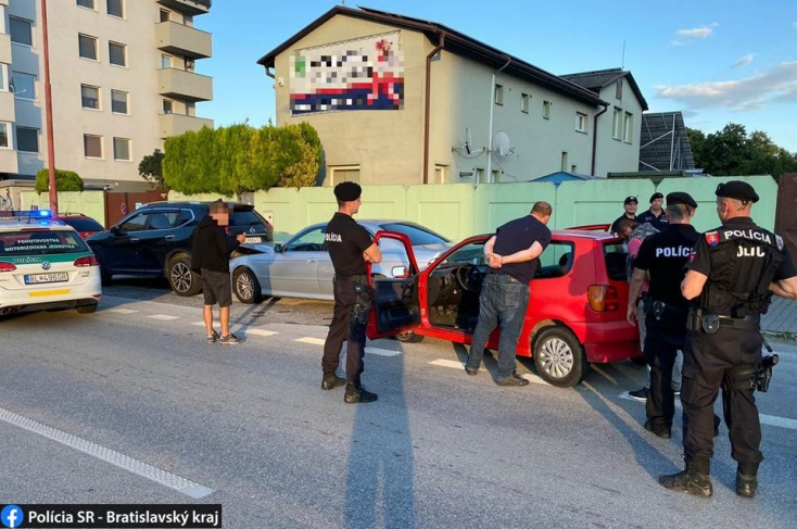 Autós üldözés: felelőtlen hibával vonta magára a rendőrök figyelmét a fiatal autós