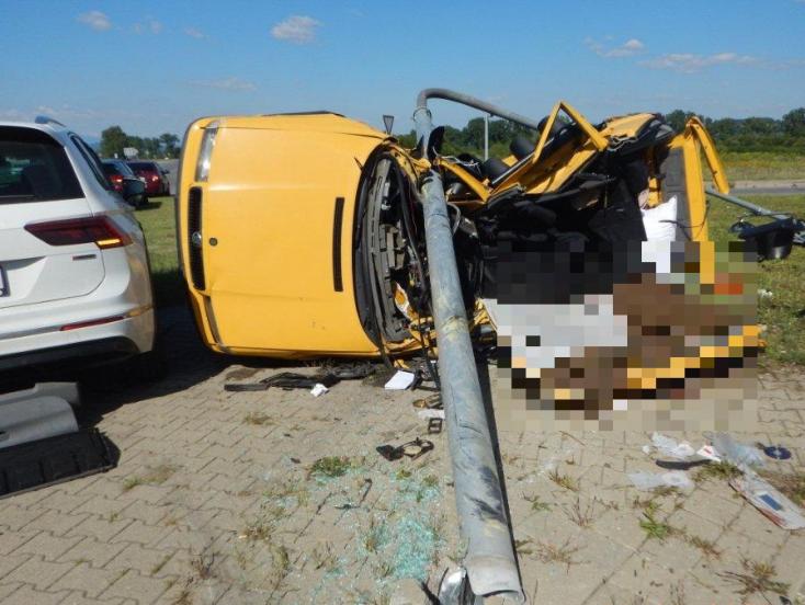 Halálos baleset: Nem állt meg a stopnál a fiatal autós, 41 éves férfi vesztette életét