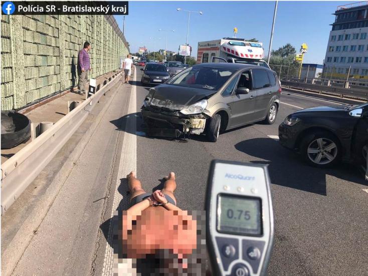 Gyerekekkel a kocsiban karambolozott a részeg fickó, a kiérkező rendőröknek kellett lefogniuk