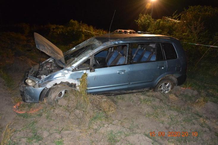 Halálos baleset: kizuhant az átforduló autóból a sofőr, a kocsiban volt a nyolcéves fia is