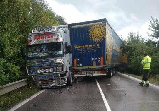Újabb baleset Nádszeg és Nyárasd között – két kamion ütközött, az utat mindkét irányban blokkolják