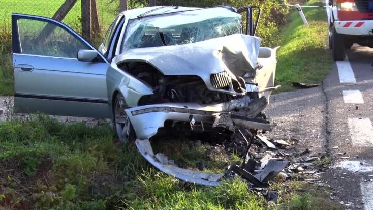BALESET: Elaludt a Škoda sofőrje, frontálisan ütközött egy másik kocsival