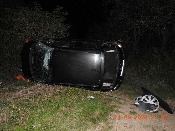 Veszélyesen előző autós miatt borult fel egy személyautó, a rendőrség szemtanúkat keres