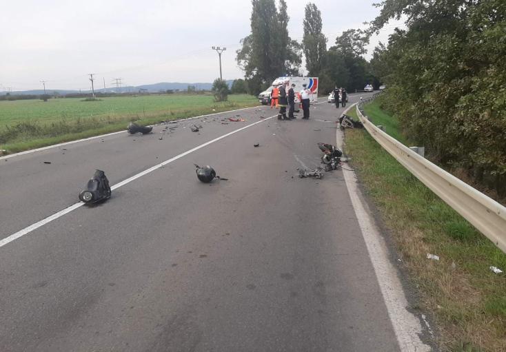 Személyautóval ütközött frontálisan egy motoros, 25 éves férfi vesztette életét (FOTÓK)
