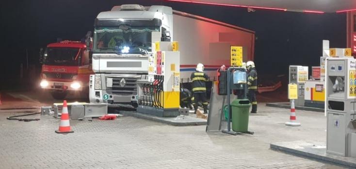 BALESET: Benzinkútnak hajtott egy részeg kamionos