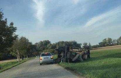 Dunatőkésen felborult egy betonkeverő teherkocsi