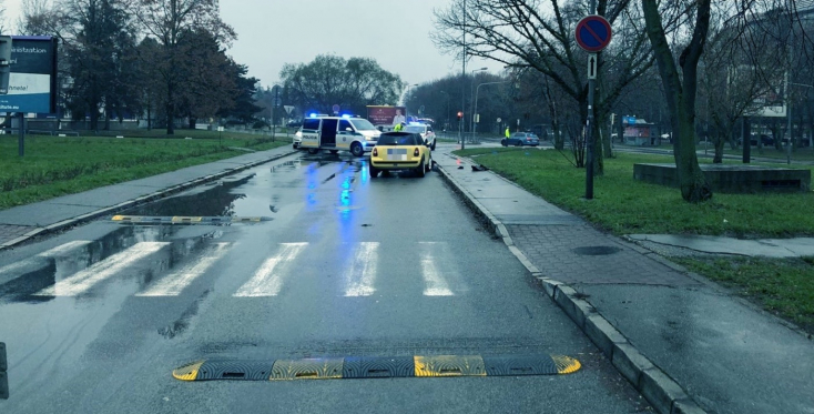 TRAGIKUS BALESET: 70 éves férfit gázoltak halálra a gyalogátkelőn Pozsonyban
