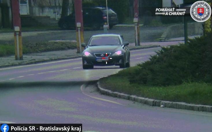 A megengedett sebesség több mint duplájával tépetett egy autós a városban