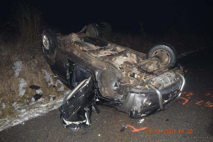 Halálos baleset: Megcsúszott a kanyarban és többször átfordult a Kia, 37 éves férfi vesztette életét