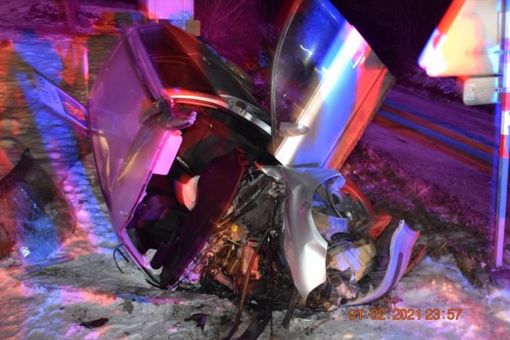 Súlyos baleset: fiatalokkal teli személykocsi karambolozott az éjszaka, részeg 17 éves fiú ült a volán mögött