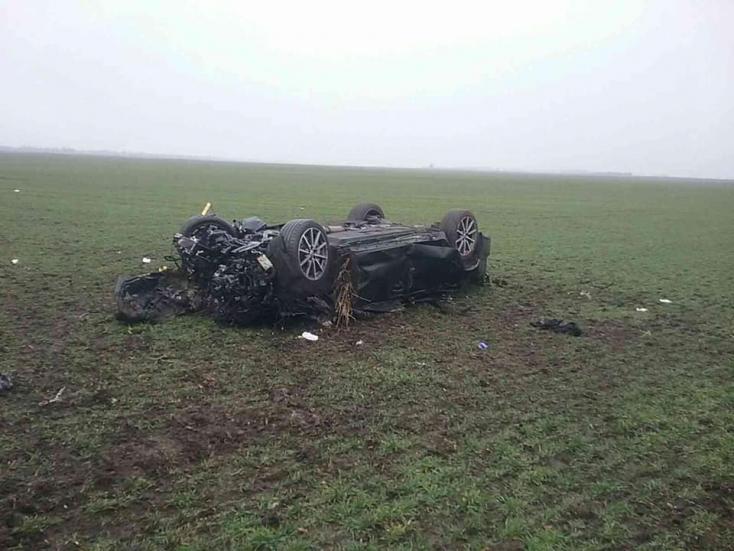 Szörnyű tragédia: fának rohant egy személyautó, három ember meghalt