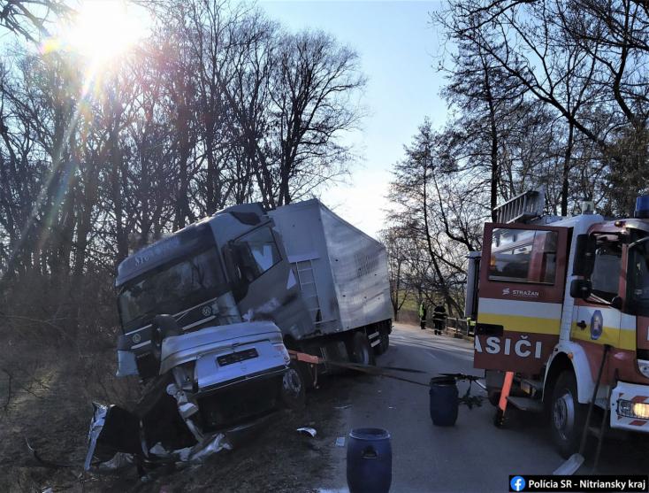 Tragikus baleset: kamionnal ütközött frontálisan egy Opel, fiatal nő vesztette életét