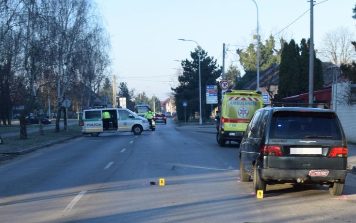 Szörnyű baleset: a kutyája után rohant ki az útra a nő, halálra gázolta egy Peugeot