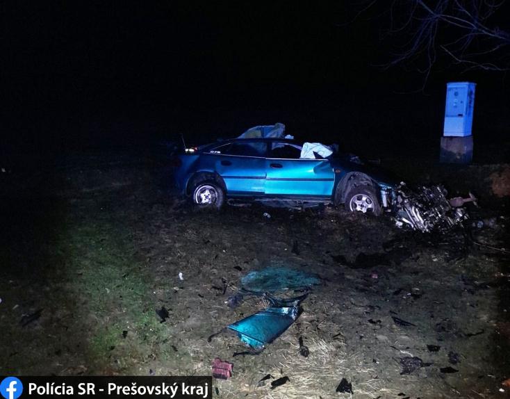 TRAGIKUS BALESET: Fának ütközött és kirepült az autóból a 19 éves sofőr