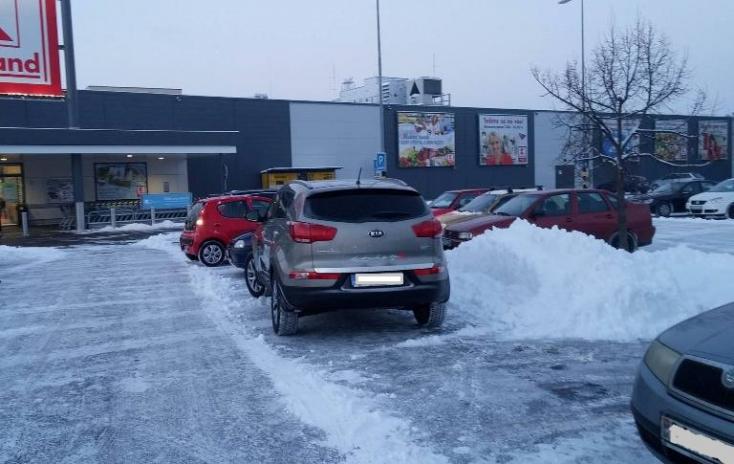 Ha már leesett a hó, parkoljunk, ahogy csak jól esik!