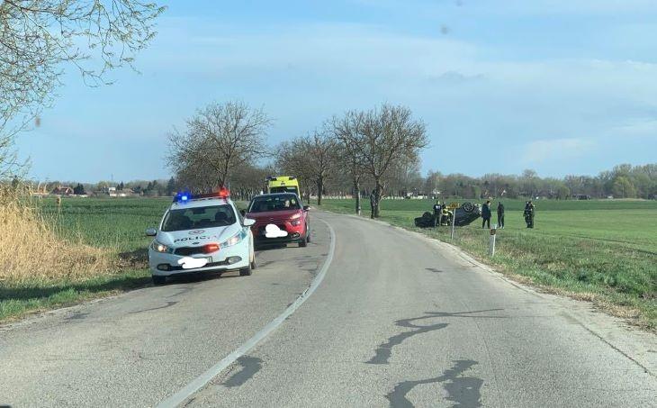 BALESET: Fejre állt egy autó a szántóföldön Bős és Nyárad között