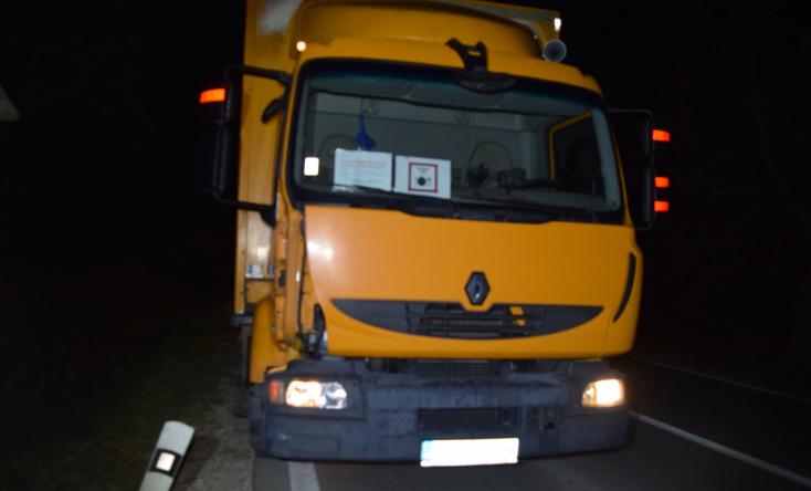 BALESET: Kivilágítatlan gyalogost gázolt halálra egy teherautó