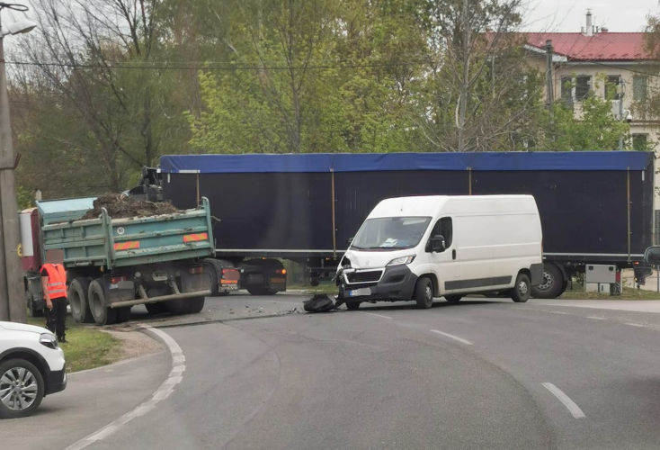 BALESET: Teherautó és furgon ütközött Bősön