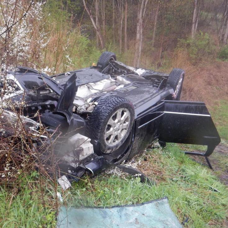 Halálos baleset: Kirepült a kanyarban egy személykocsi, 20 éves férfi vesztette életét
