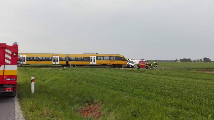 VONATBALESET: Furgonnal ütközött a RegioJet Nemesócsánál