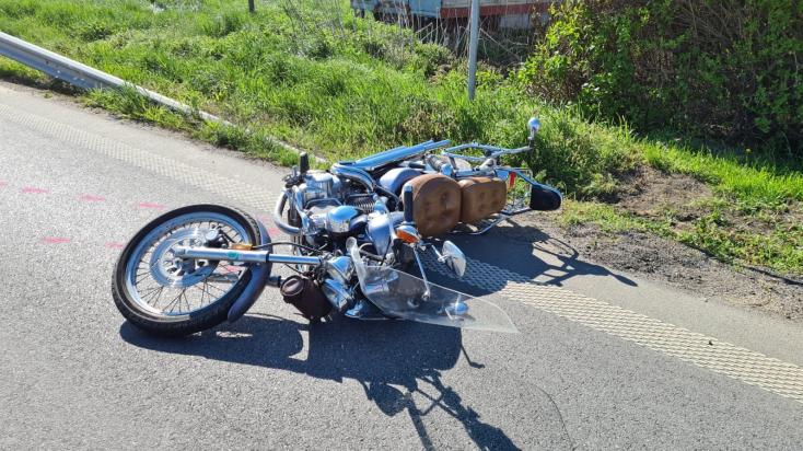 Halálos baleset: a 47 éves motoros életébe került, hogy nekikoccant a szemből érkező kocsinak (FOTÓK)