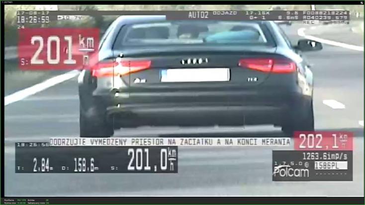 200-zal hasított az autópályán a részeg sofőr!