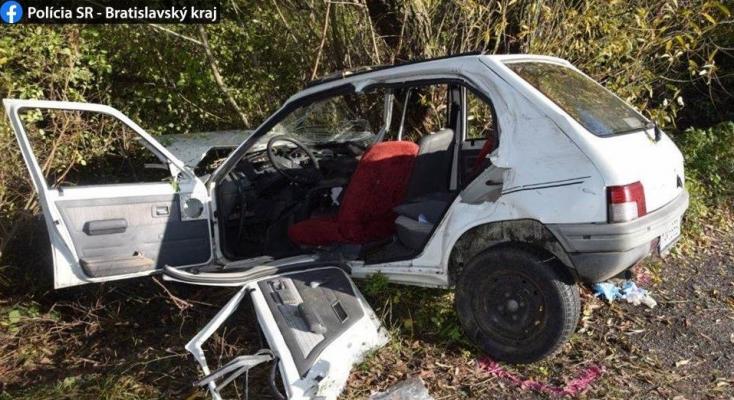 SZÖRNYŰ BALESET: Fának csapódott, nem tudták megmenteni a 49 éves sofőr életét (FOTÓK)