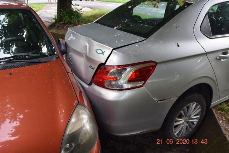 Tapló parkolással buktatta le magát a részeg sofőr (FOTÓ)