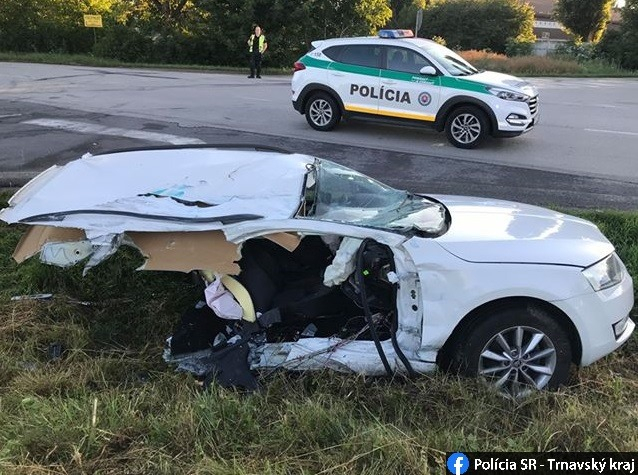 Kamionnal ütközött a Škoda, kettészakadt a jármű! (FOTÓK)