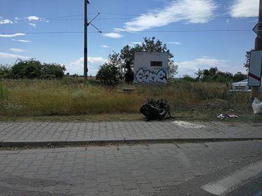 Tehervonatnak csapódott az Octavia, kiszakadt a járműből a motor!