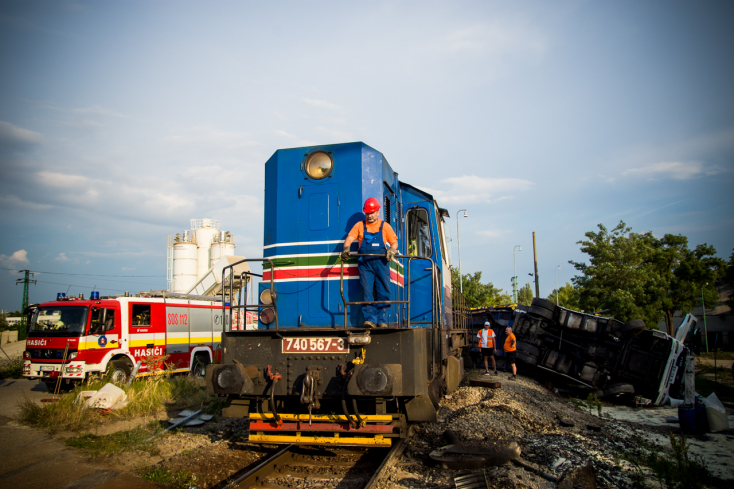 BALESET: Metrans-szerelvény elé hajtott ki egy kamion Dunaszerdahelyen