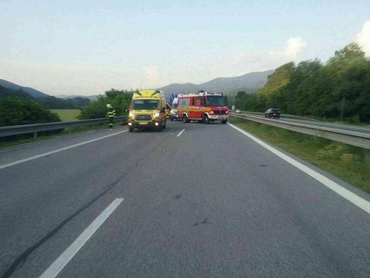 Gyalogost gázolt halálra egy autó a gyorsforgalmi úton (FOTÓK)
