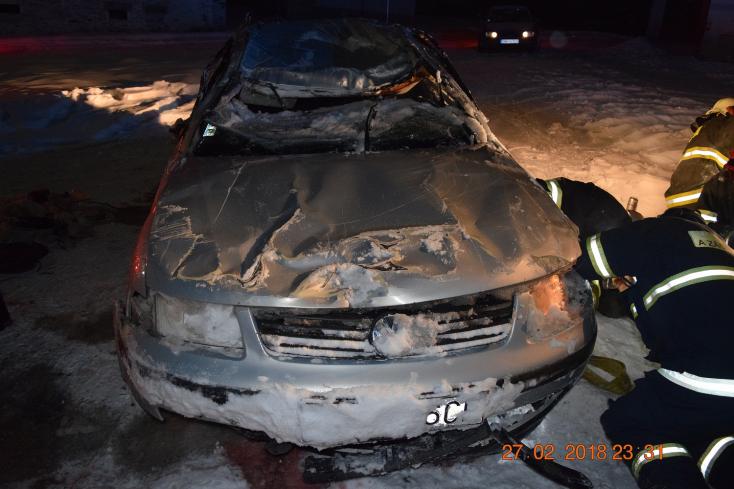 TRAGÉDIA: Lerepült az útról a Volkswagen, sofőrje nem élte túl (FOTÓK)