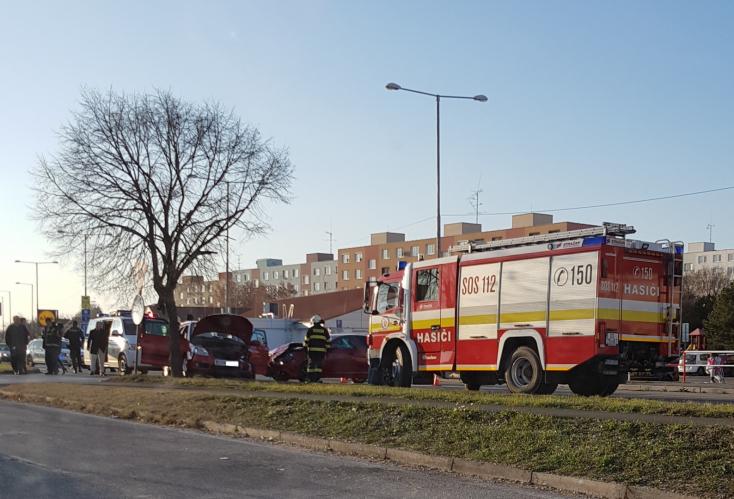 fefad4a2e2c Figyelmetlenség miatt tört össze két autó Dunaszerdahelyen