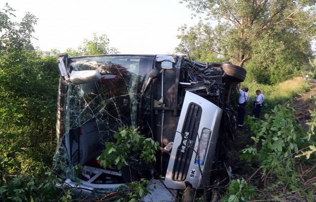 Szlovákiai autóbusz ütközött frontálisan Magyarországon, tíz gyerek és három felnőtt megsérült!