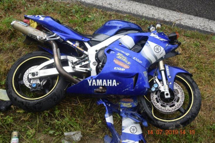 Lerepült az útról a részeg motoros, súlyosan megsérült