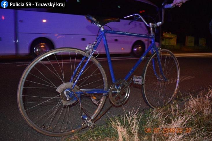 HALÁLOS BALESET: Elesett a zebrán a kerékpáros, az érkező motoros elgázolta