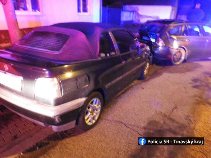 BALESET: Parkoló autónak hajtott egy VW Golf, a sofőr részeg volt
