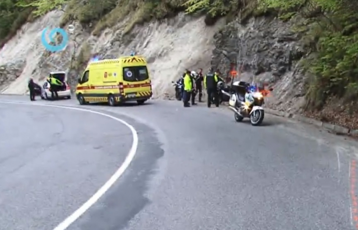 Domboldalnak rohant egy motoros, súlyosan megsérült
