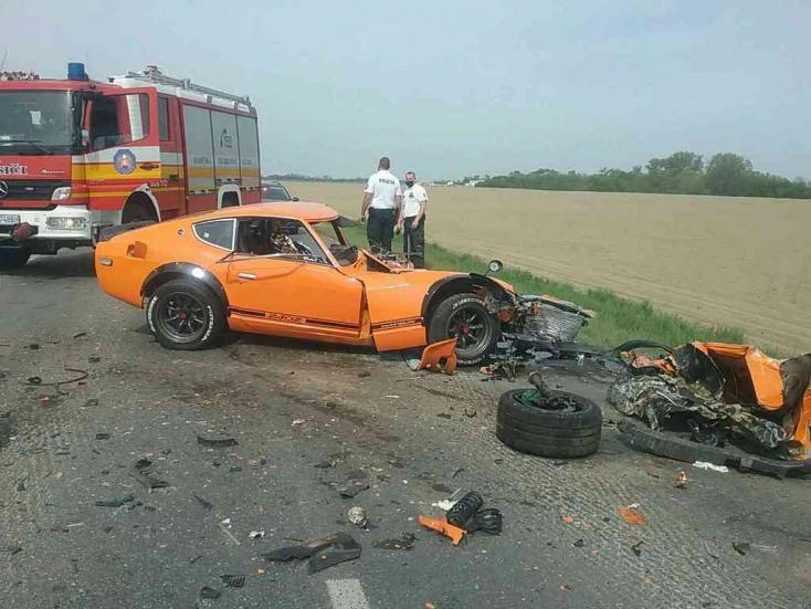 Két személykocsi ütközött, az egyik sofőrje a helyszínen szörnyethalt
