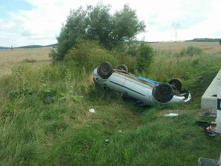 SZÖRNYŰ: Lerepült az útról az autó, életét vesztette egy utas, mentőhelikoptert riasztottak a helyszínre