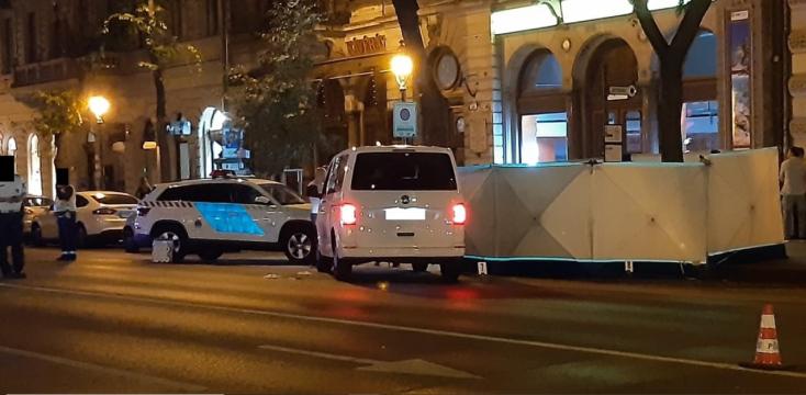 Szlovákiai fiatal férfit gázolt halálra egy mikrobusz a budapesti Andrássy úton