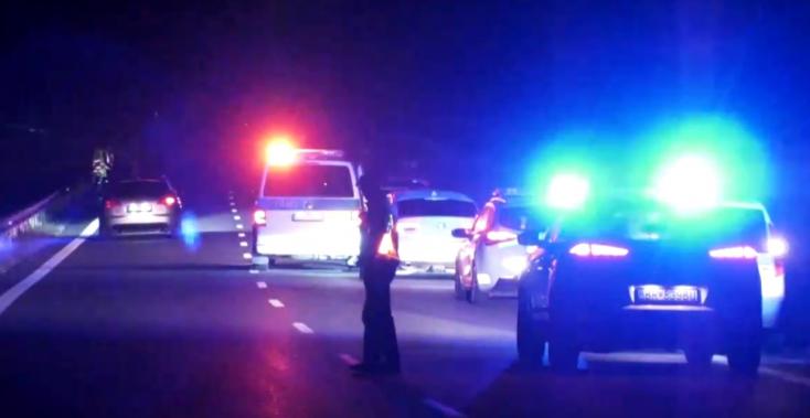TRAGIKUS BALESET: Fiatal nő gázolt halálra egy másikat, aki az úton feküdt