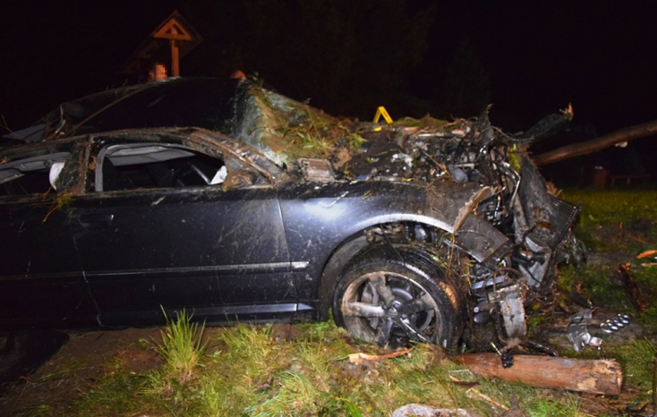 BALESET: Patakmederbe zuhant a részeg autós, de még ez sem állította meg