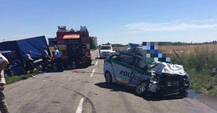 TRAGIKUS: Két rendőr vesztette életét egy közúti balesetben