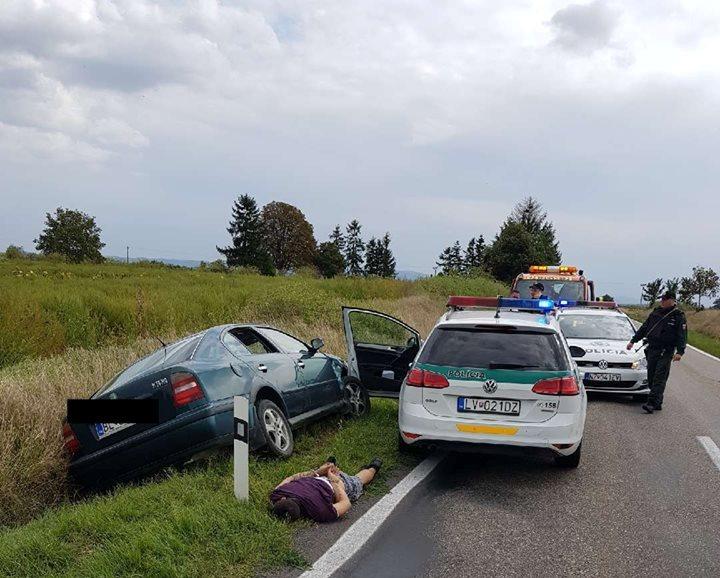 AUTÓS ÜLDÖZÉS: Kisgyerekével az autóban csapódott neki a rendőrkocsinak a menekülő bűnöző